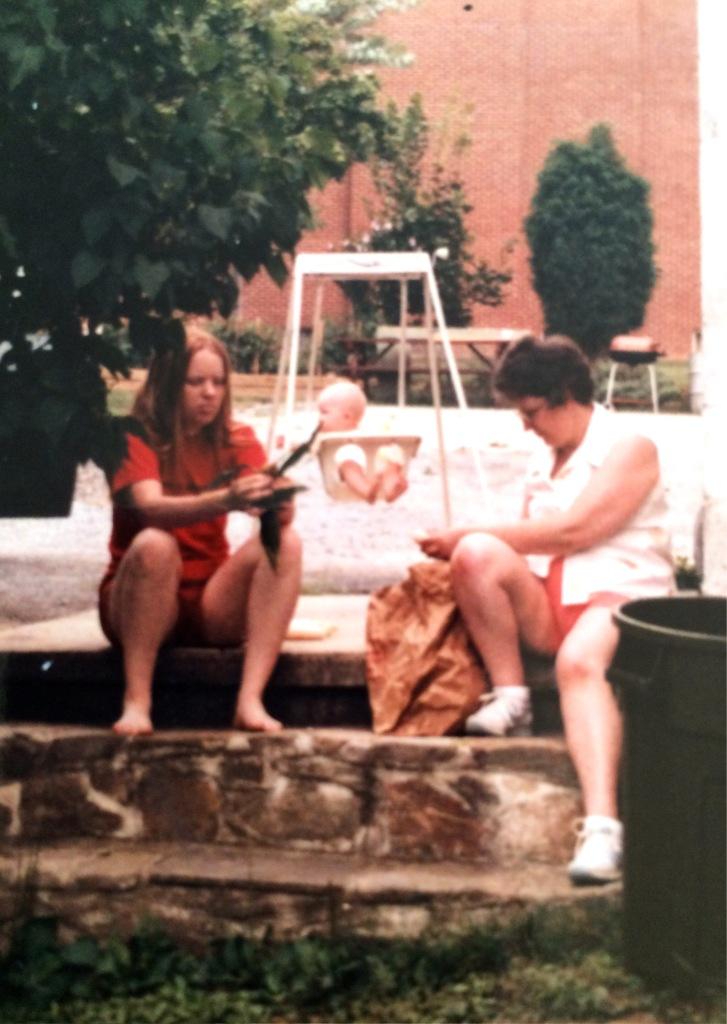 Doreen, Ma, Daisy circa 1984